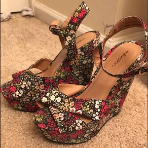 Shoes - Floral wedges